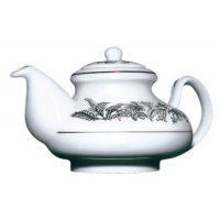 Фарфоровый чайник Млесна с черным чаем арт. 10-068